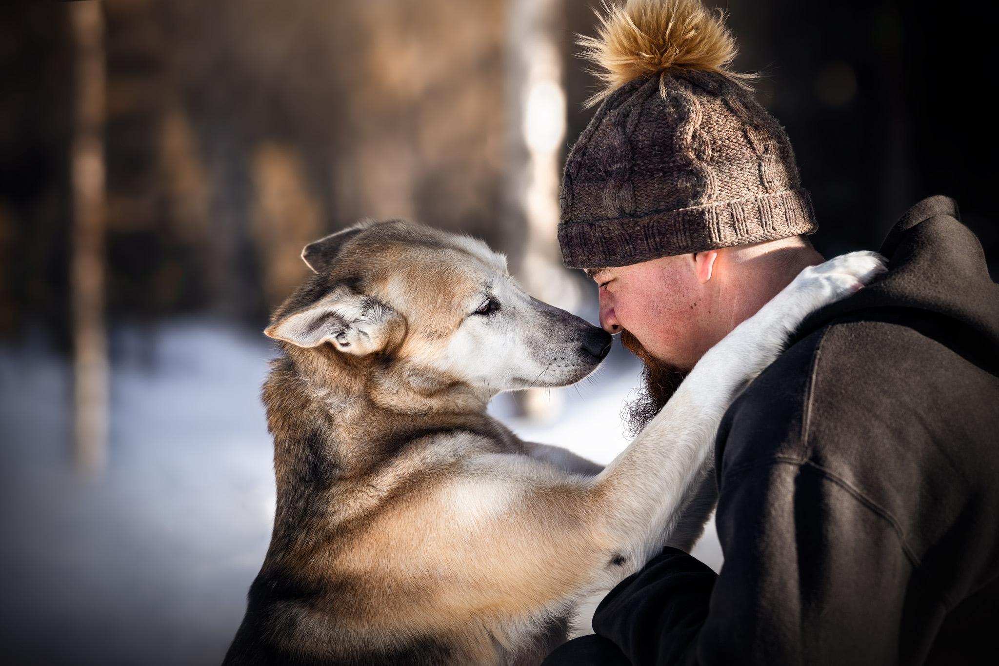Ein Hund und sein Mensch